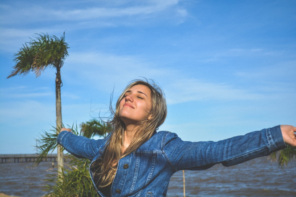 """* IN PORTUGUESE - BRAZIL *Esse foi um dia em que eu e minha namorada fomos viajar para o interior, era aniversário do meu primo. Neste final de semana nos descobrimos que minha namorada estava grávida. Perto da fazendo havia uma parte de um lago, conhecida como Praia de Arambaré. Essa foto me transmite as """"vibrações californianas""""."""